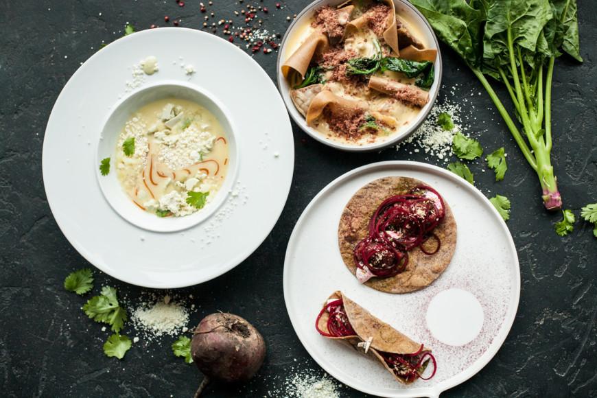 «Фаренгейт», сет №1: тако с пряной говядиной; утка с лазаньей из ржаной муки; суп из дыни с еловым мороженым