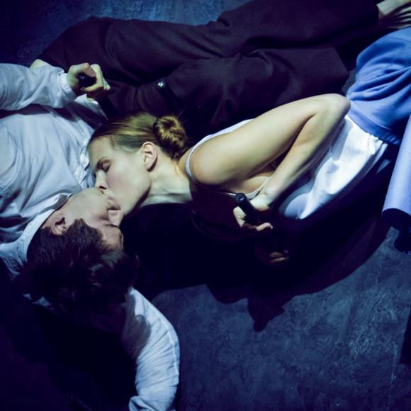 Сцена из спектакля «Митина любовь»