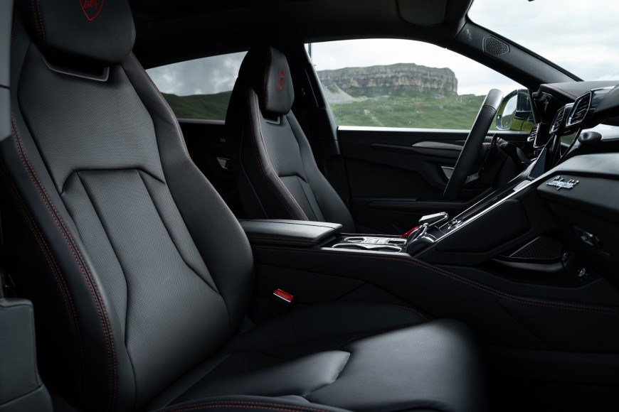 Интерьер кроссовера Urus, Lamborghini