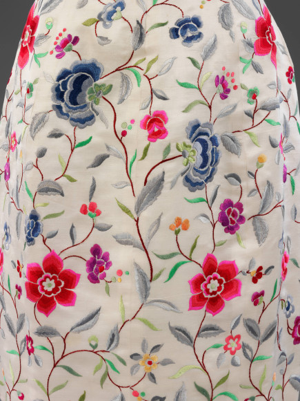 Шелковоевечернее платье (деталь) по эскизу Кристобаля Баленсиаги с вышивкой Лесажа,1960