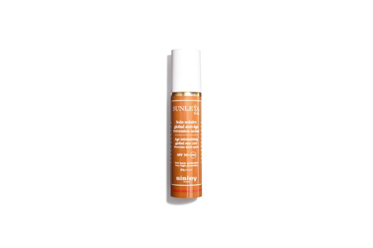 Глобальный антивозрастной солнцезащитный крем Age minimizing global sun care SPF 50+, Sunleya G.E., Sisley имеет водостойкую формулу, которая содержит пептиды сои, экстракты белой ивы, пшеницы однозернянки, зерен укропа, масла ши. Средство защищает кожу от UVA/UVB-лучей, борется с фотостарением и образованием пигментных пятен, обезвоживанием и ослаблением упругости кожи