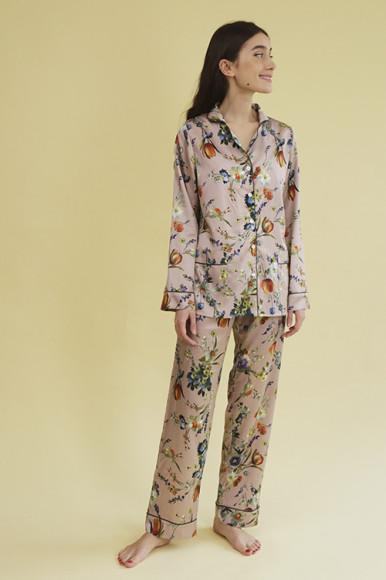 Шелковая пижама Primrose, 18 500 руб.