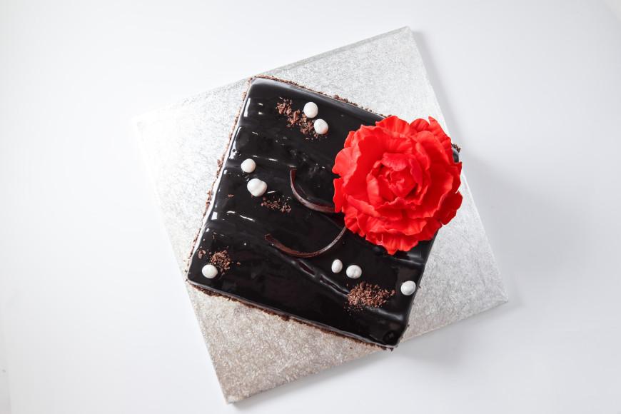 Десерт «Бисквит, шоколадный ганаш и три вида мусса» Сергея Логоненко