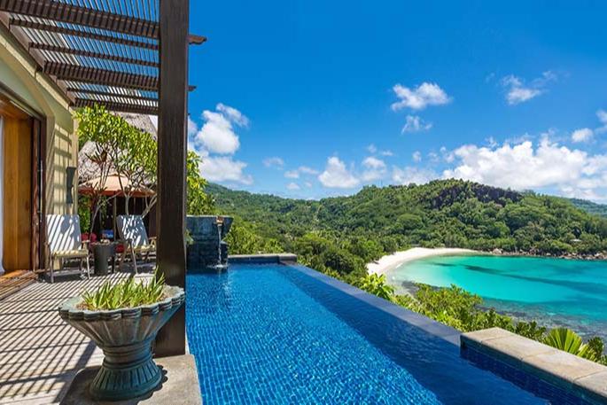 Бассейн на вилле Anantara Maia Seychelles Villas
