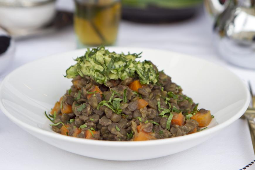 Пряная чечевица с овощами и печёные баклажаны с нутом и томатами