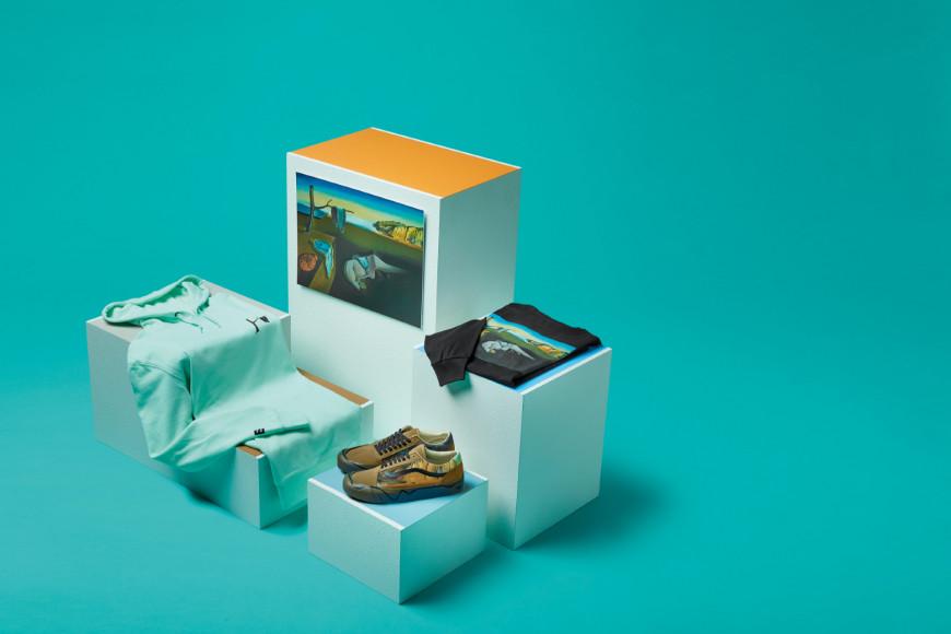 Вещи из совместной коллекции Vans X MoMA по мотивам работы Сальвадора Дали «Постоянство памяти»