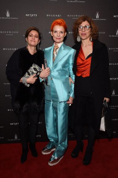 Санди Пауэлл (в центре) на вечеринке организованной кинокомпанией The Weinstein Company и ювелирно-часовым домом Bulgari