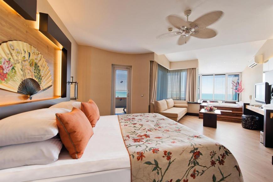 Сьют с джакузи Limak Lara Deluxe Hotel & Resort (Limak Lara)