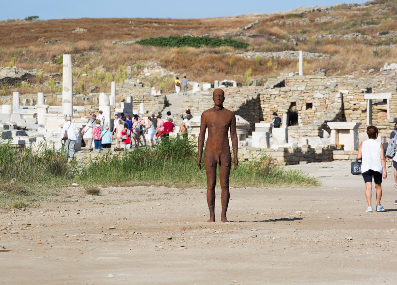 Фото: Natalia Tsoukala / Courtesy NEON; Ephorate of Antiquities of Cyclades & the artist