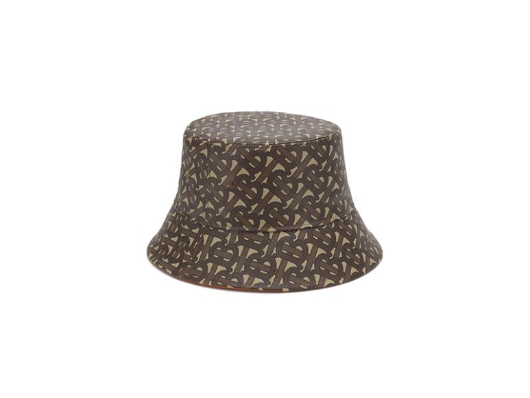 Шляпа Burberry, 29 950 руб. (ЦУМ)