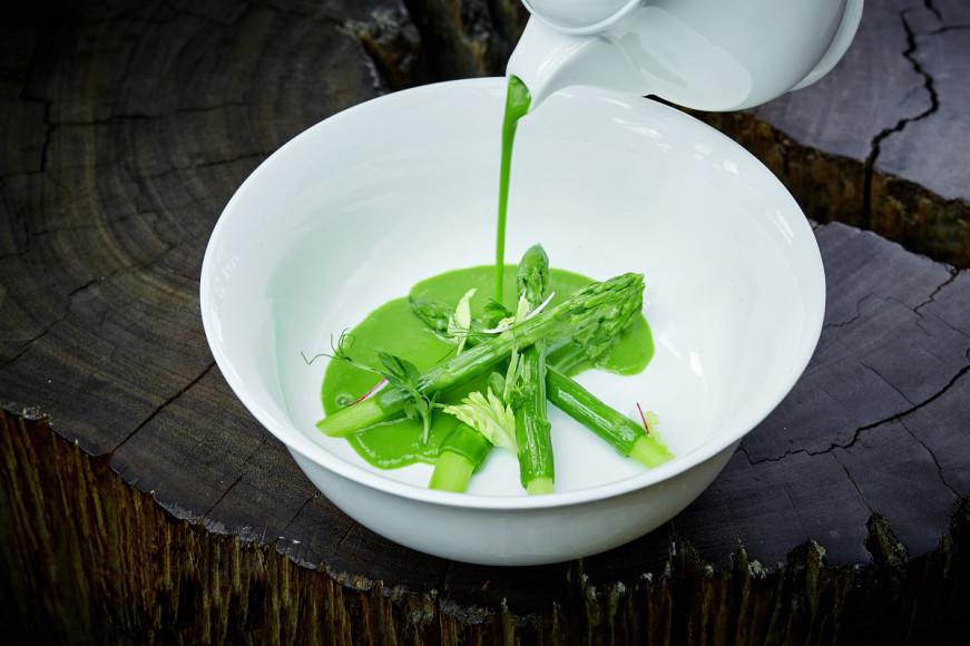 Крем-суп из зеленой спаржи с кокосовым молоком