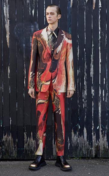 Работа Генри Мура в мужской коллекции Alexander McQueen, осень-зима 2020/21