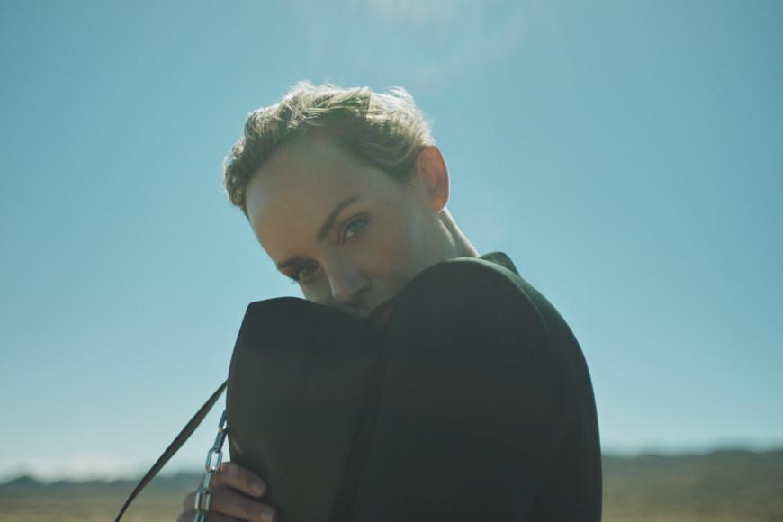 Эмбер Валлетта в рекламной кампании коллаборации с Karl Lagerfeld
