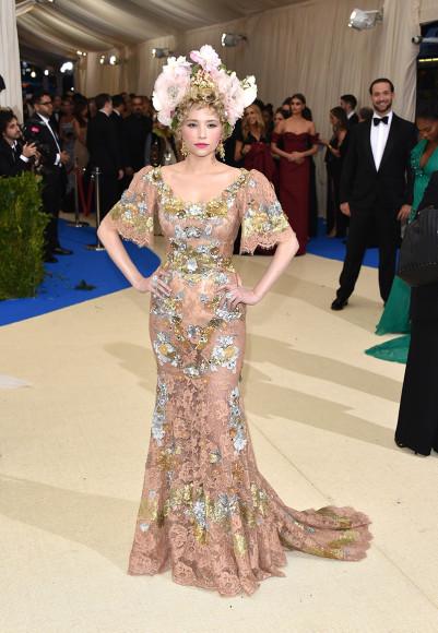 Хейли Беннетт в Dolce & Gabbana