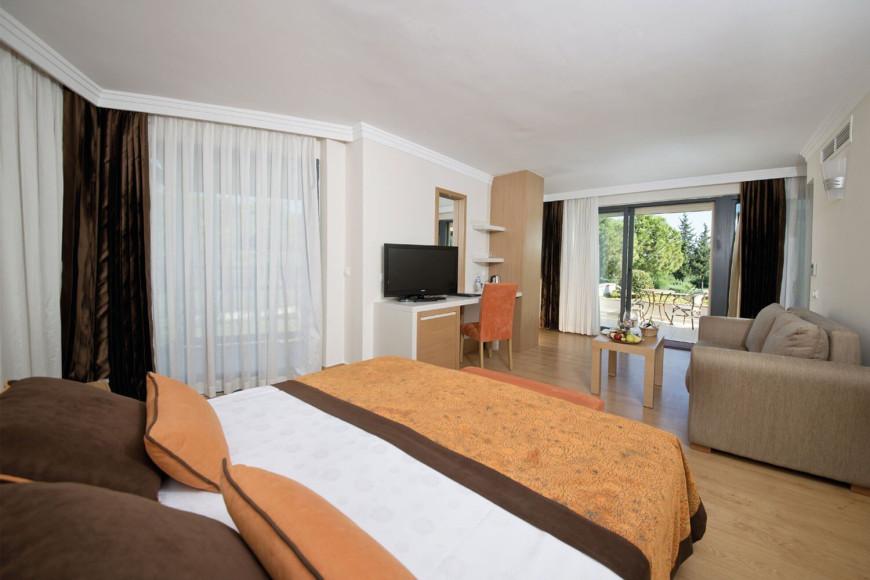 Сьют с джакузи в отеле Limak Limra Hotel & Resort (Limak Limra)
