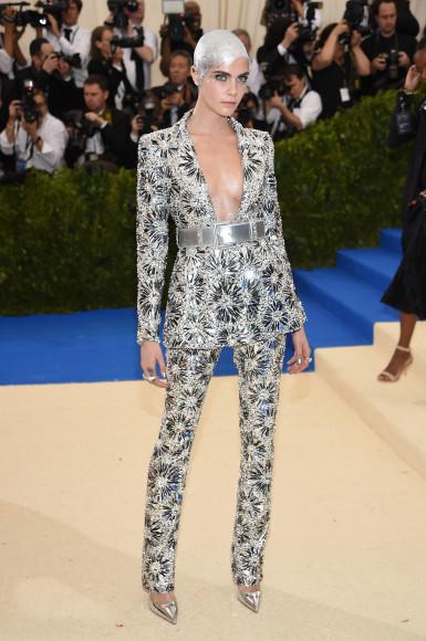Кара Делевинь в Chanel Haute Couture
