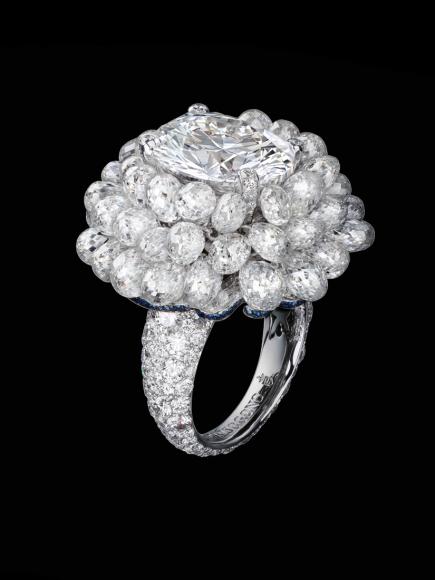 Кольцо с овальным бриллиантом 7,01 карата и бриллиантовыми бриолетами 33,62 карата