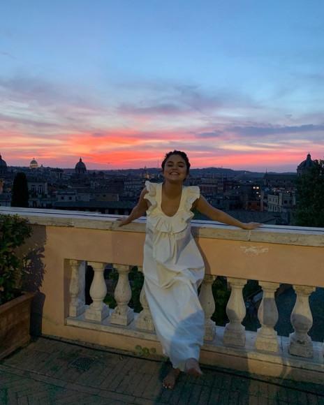 Селена Гомес в платье-ночнушке