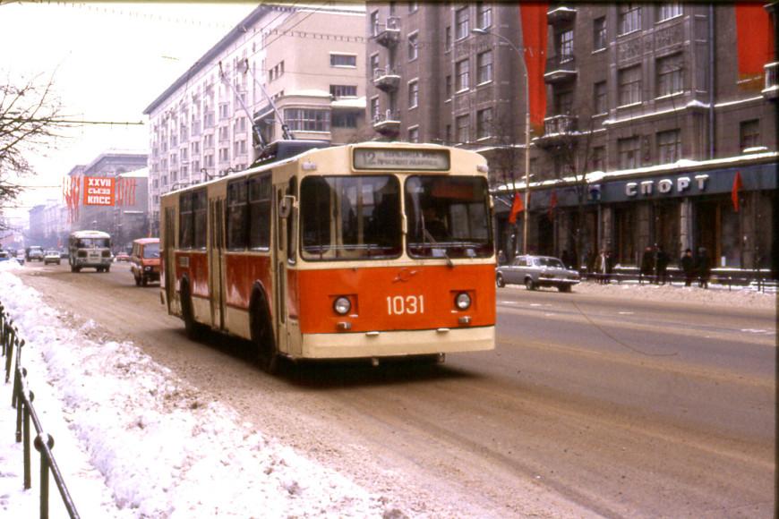 Троллейбус ЗИУ-682В на Тверской улице, 1986
