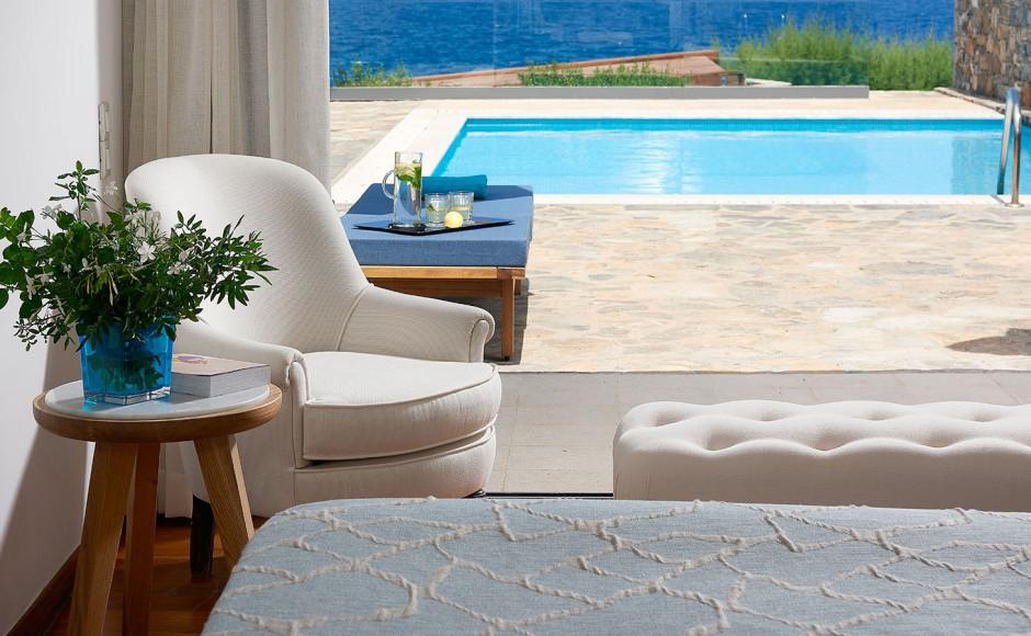 «Дом Посейдона»— клубная вилла с двумя спальнями и собственным бассейном с видом на море