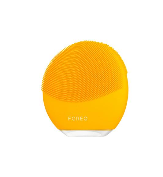 Мини-гаджет для очищения кожи Luna mini 3, Foreo c технологией T-Sonic и щеточками из мягкого гипоаллергенного силикона воздействует на кожу с интенсивностью 8 тыс. звуковых пульсаций в минуту, удаляя до 99,5% загрязнений