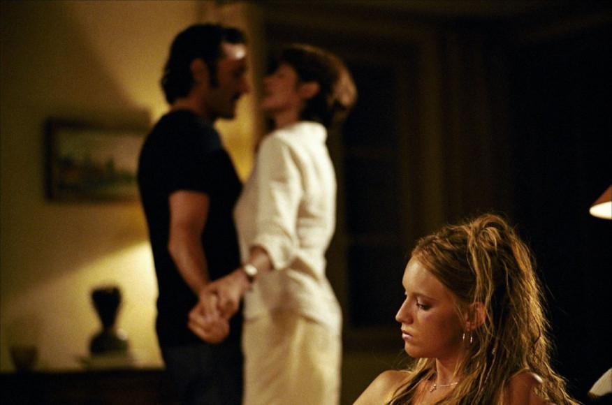 Кадр из фильма «Бассейн», 2002