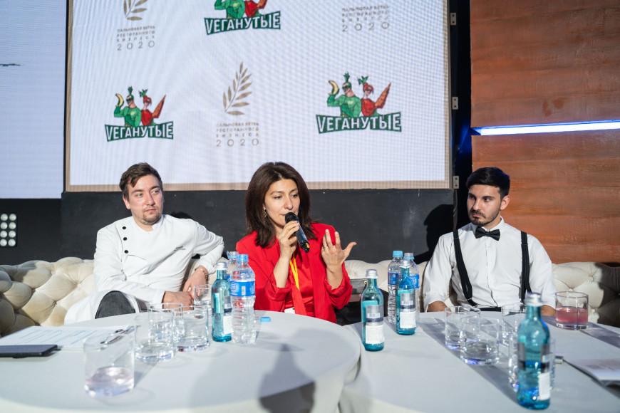 Гаяне Бреиова и команда ресторана «Vеганутые»
