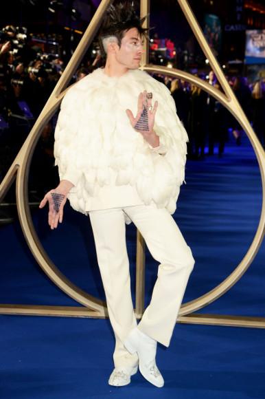 Эзра Миллер на премьере фильма «Фантастические твари: Преступления Грин-де-Вальда» в Лондоне