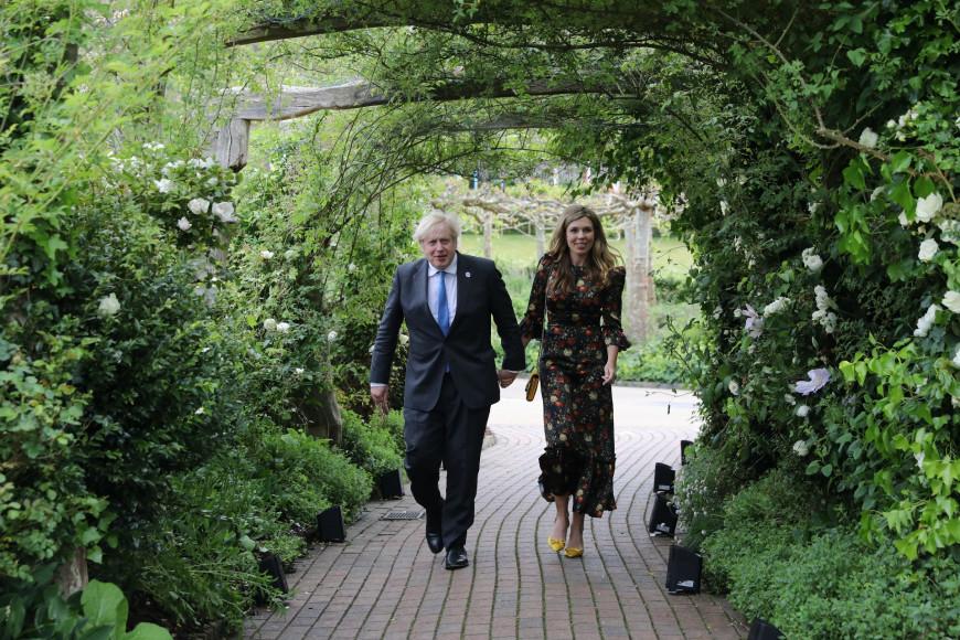 Кэрри Джонсон в платье Vampire's Wife на приеме в ботаническом саду Корнуолла в рамках саммита G7, 11 июня