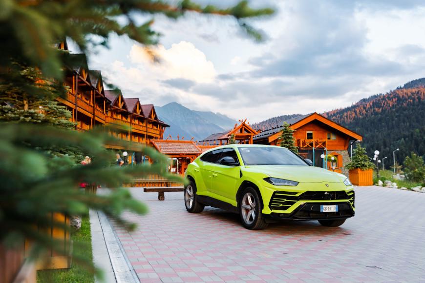 Кроссовер Urus,Lamborghini в оттенке желто-зеленый Verde Scandal в Архызе