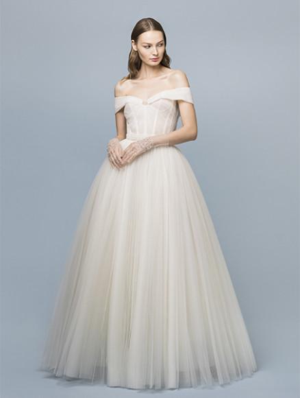 Платье Edem, 444 000 руб. (Edem)