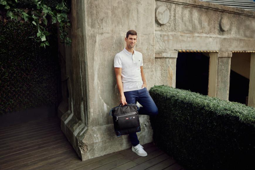 Новак Джокович с посвященной ему сумкой-тоутомMontblanc