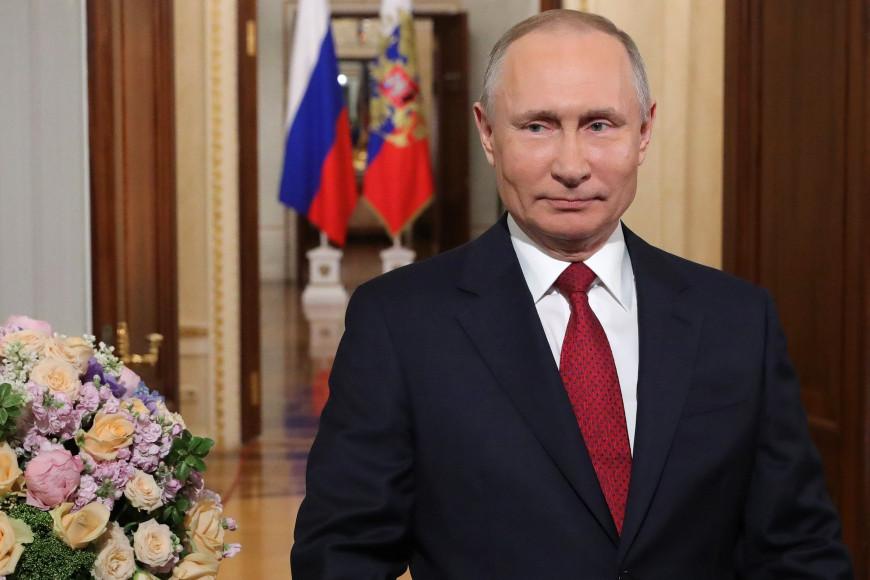 Владимир Путин поздравляет российских женщин с 8 Марта, 2021