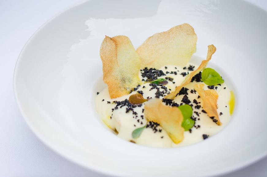 Жареные кальмары с оливками и муссом из картофеля