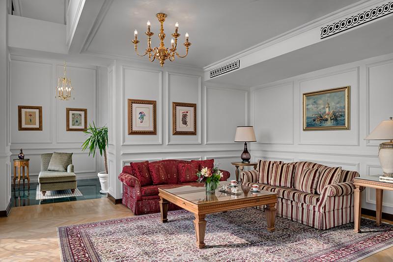 Corner Palace Suite