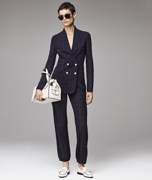 В третьем по счету обновлении коллекции Giorgio Armani New Normal как всегда можно найти одежду, которая тут же перейдет в разряд любимой.