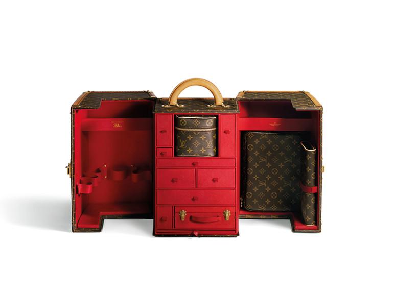 Гибрид дорожного чемодана и туалетного столика Louis Vuitton, созданный по экскизам Шэрон Стоун