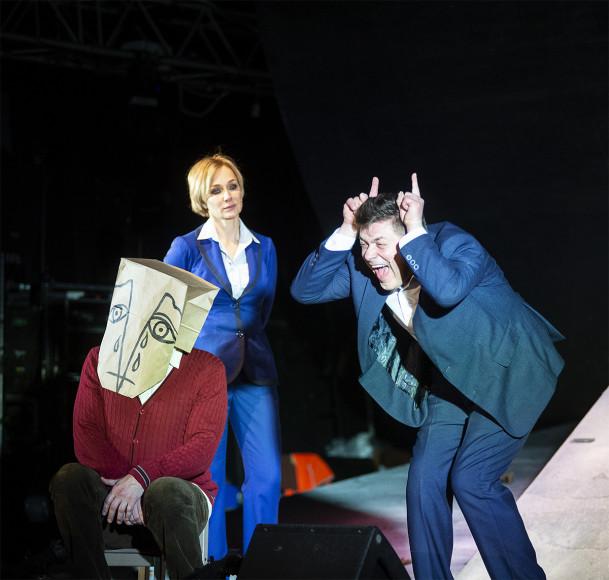 Сцены из спектакля «В городе Лжедмитрове»