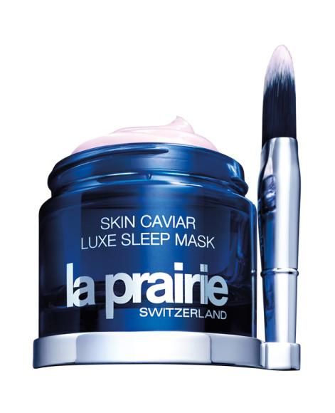К маске для лица с икорным экстрактом Skin Caviar, La Prairie прилагается специальная кисть для нанесения —с еепомощью обычный этап ухода можно превратить в чувственный ритуал. Кроме удовольствия от нанесения,получите еще и гораздо более увлажненное и сияющее лицо.
