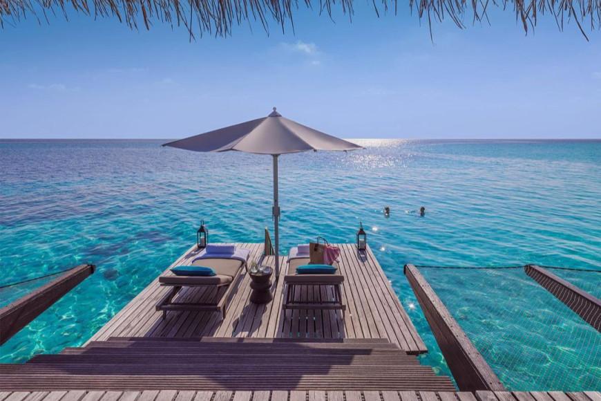 Зона отдыха на вилле на воде Water Villa на курорте One&Only Reethi Rah (Мальдивы)