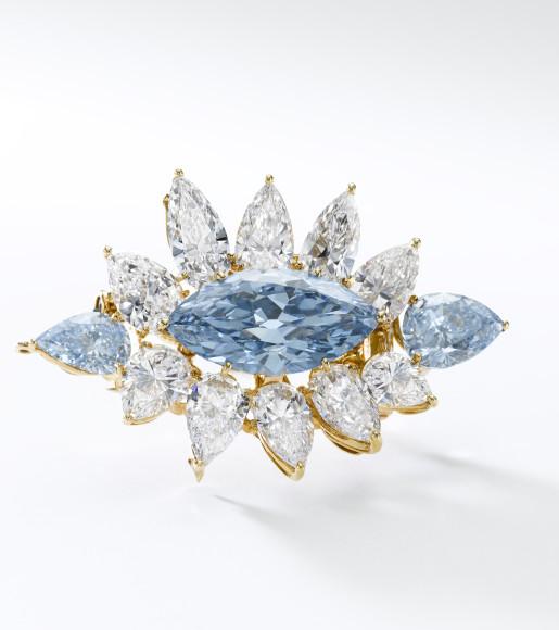 Брошь Alexandre Rezaс голубым камнем оттенка fancy intense blue