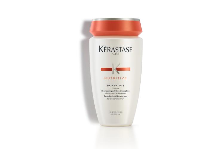Питающий шампунь-ванна для сухих и ослабленных волос Satin 2, Nutritive, Kérastase включает в себя глюкозу, белки и липиды, которые питают волосы от корней до кончиков и защищают их от пересушивания. В результате они становятся легкими, мягкими на ощупь, сияющими и более крепкими