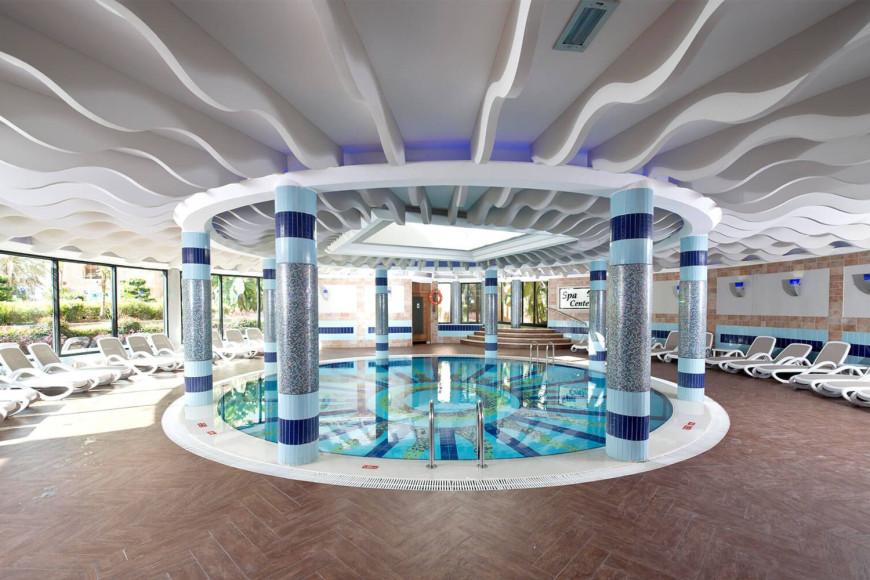Бассейн в отеле Limak Arcadia Sport Resort Hotel (Limak Arcadia)