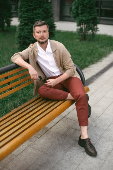 Евгений Тихонович в брюках из шерстиCrispaire