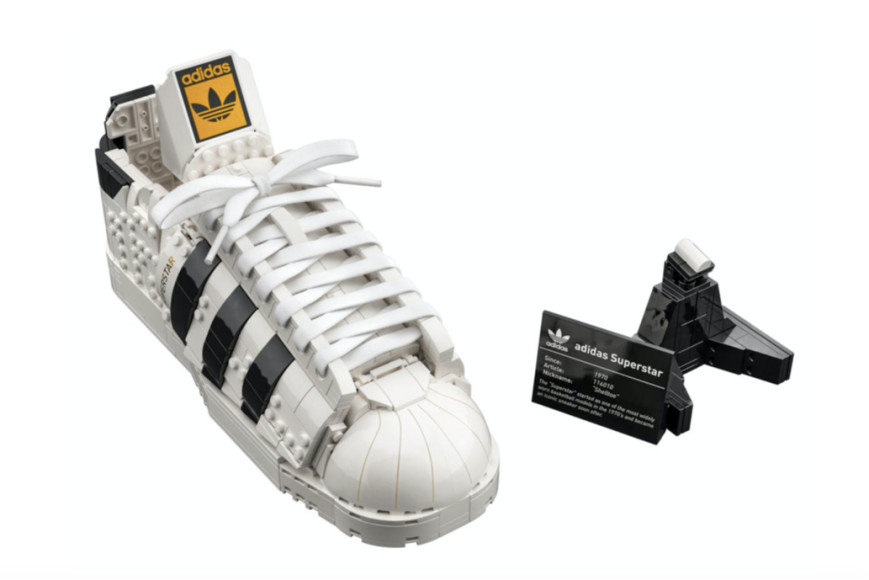 Конструктор Lego в виде кроссовка adidas Superstar