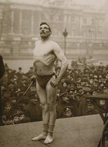 Неизвестный автор. «Холодный призыв». Призывной пункт на Трафальгарской площади, 1915-1918