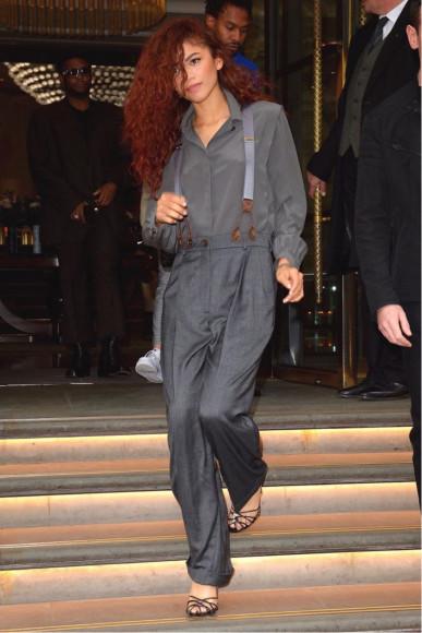 В рубашке и брюках Emporio Armani и туфлях Casadei, 2019