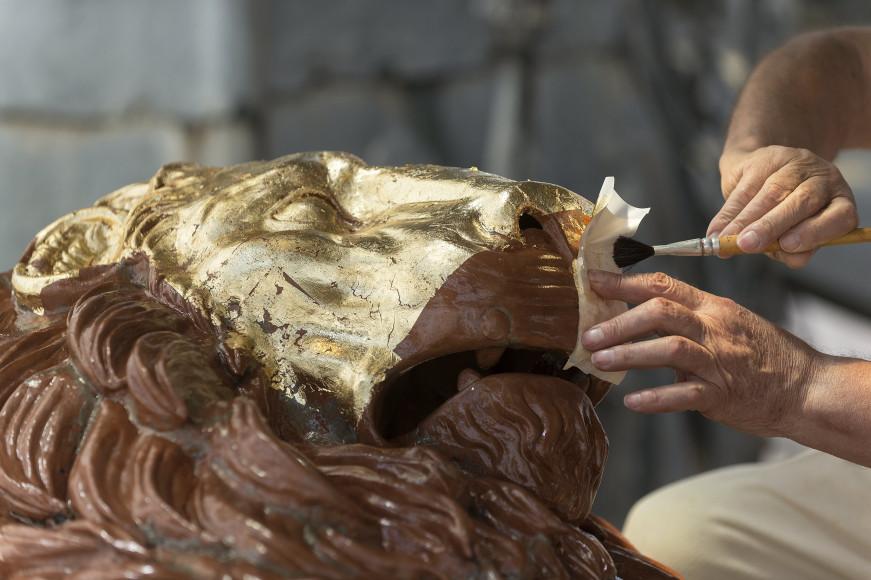 Процесс реставрации скульптуры крылатого льва Святого Марка
