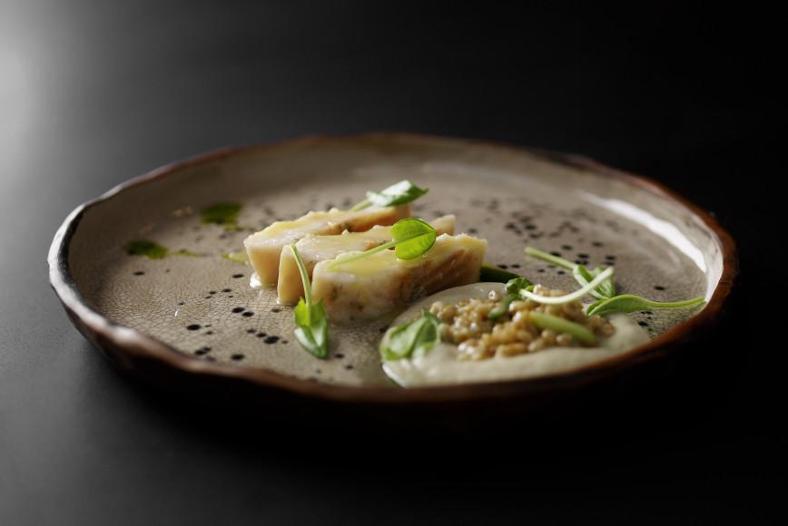 Стерлядь с кислым зерном и соусом из жареных карасей