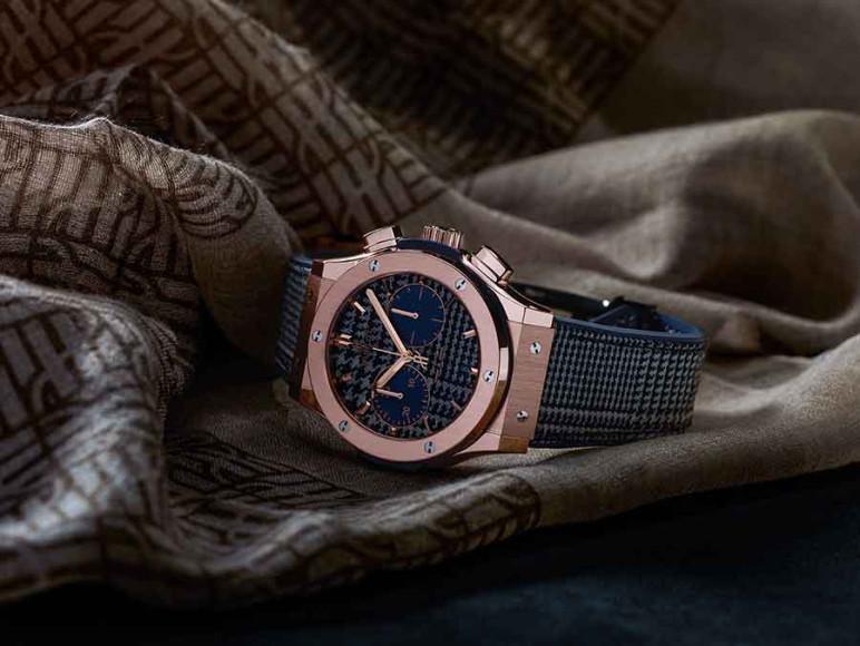 Хронографы Hublot Classic Fusion Italia Independent выпускаются в корпусе мужского размера в 45 мм, который сделан из золота запатентованного цвета (King Gold), керамики или прочного и легкого титана
